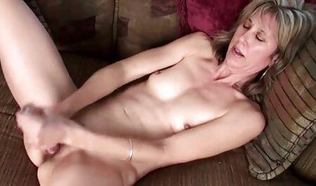 La fille avec les chaussettes transportait l'homme dans les film porno gratuit italien escaliers et cela ne valait rien.