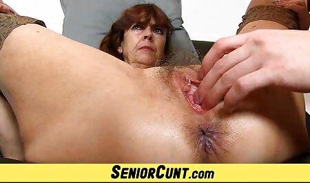Un homme qui mange le vagin d'une jeune femme streaming français porno maigre dans une voiture.