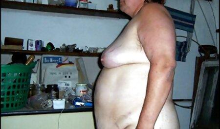 Deux meilleur site porno francais gratuit lesbiennes travailler nu sur le canapé brun.