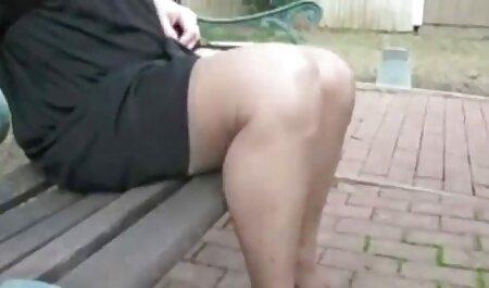 L'homme réveille la blonde Giselle Palmer qui lui caresse film porno en streaming gratuit vf le vagin et lui baise le vagin.