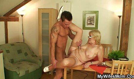 La beauté caresse doucement le membre jusqu'à ce que film porno français amateurs le couple soit prêt.