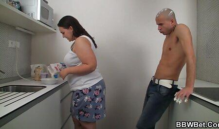 Brunette avec de xxx fr gratuit gros seins brûlé à la maison pour la webcam