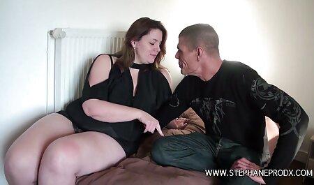 La fille maigre aime son petit streaming film porno francais gratuit ami et a des relations sexuelles avec elle dans la chambre.