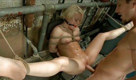 Blonde voir video porno francais mère baise son amant sur le canapé.