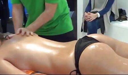 Brune à la peau bronzée, string rose, Eldak, adolescent, film complet porno français gros cul et vagin.