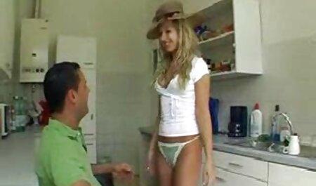 Cavalier baise une fille film pornographique en francais tatouée avec un piercing au visage.