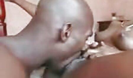 Cheveux noirs styliste baise extrait video porno amateur anal avec tatouage sur le lit