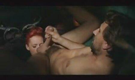 Fille aux cheveux courts hurlant et bottant le sexe anal si video porno vf gratuit intensément avec les athlètes
