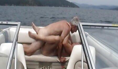 Le mec site porno film francais à la barbe qui mange blonde avec un gros cul dans sa chambre.