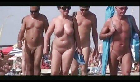 Deux hommes baisent les you porn film francais Asiatiques avec les doigts et tirent des deux côtés.