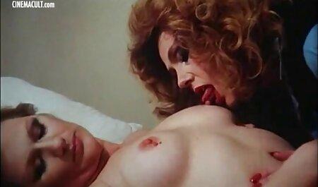 La beauté russe baise immédiatement deux membres dans film gratuit français porno le cul.