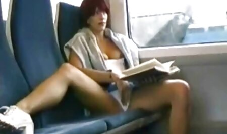 Brune en robe bleue baisée elle-même avec film porno gratuit français complet un concombre sur le sol